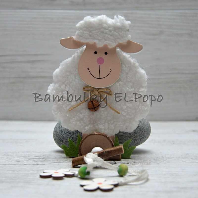 Závěs bílá ovečka na travičce