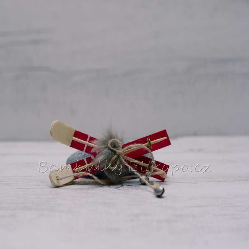 Červené lyže malé